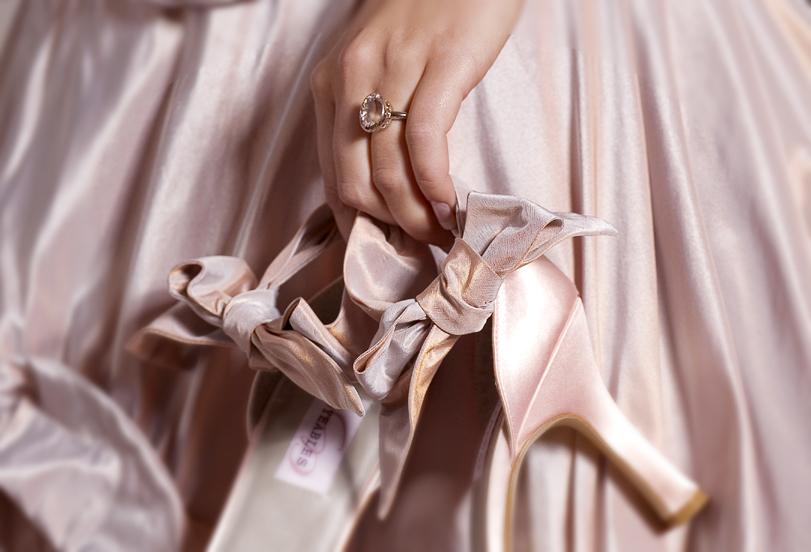 Harvinainen vaaleanpunainen timantti myytiin jättisummalla