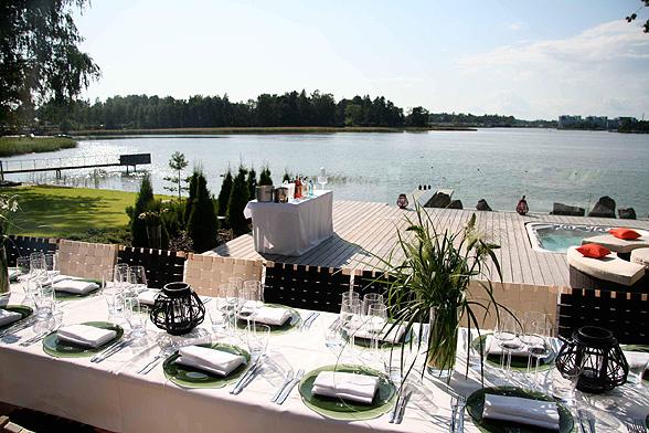 Häät modernissa ja merellisessä Villa Katayassa