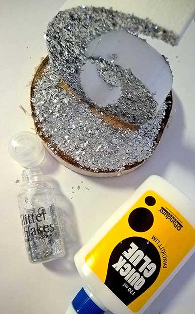 Tee itse glitteröidyt pöytänumerot
