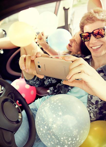 Parisuhdeasiantuntijan 5 vinkkiä: näin puhelin piristää parisuhdettasi