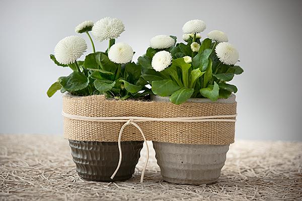 Rustiikin hääpöydän kukat ovat nyt yksinkertaisia ja harmonisia