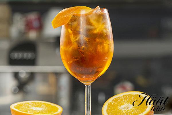 Aperol Spritz -drinkki on raikas kesäjuoma parhaimmillaan