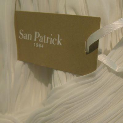Niinatar myy espanjalaisia San Patrick -hääpukuja