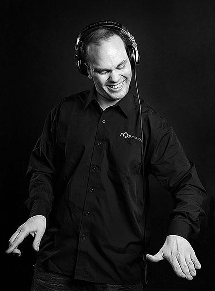 DJ häihin - DJ huolehtii vieraiden viihtymisestä hääjuhlissa