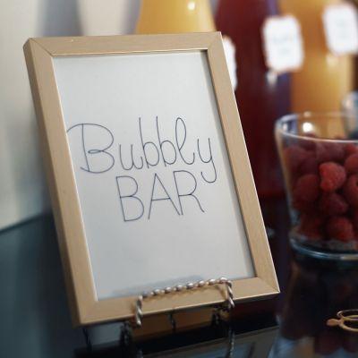 Bubbly bar -kyltti