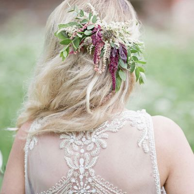 Kukkakauppa Neilikka hiuskoriste