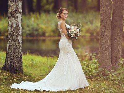 Miss Suomi 2018 finalistit hääpuvuissa