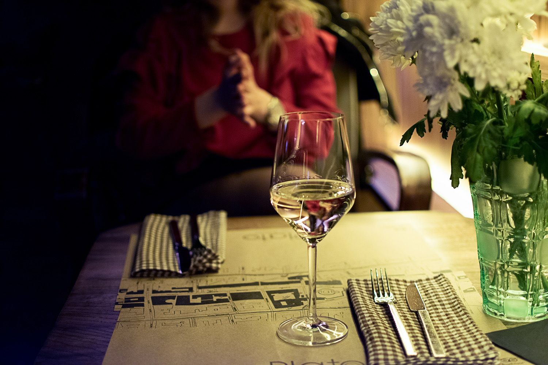 Viiniä lasissa