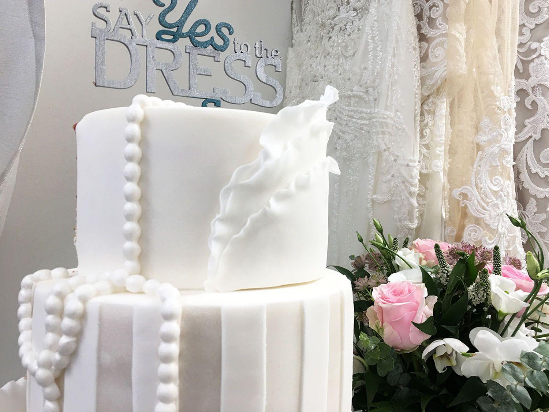 Say Yes to the Dress Suomi 2019 -ohjelmaa juhlistava hääkakku