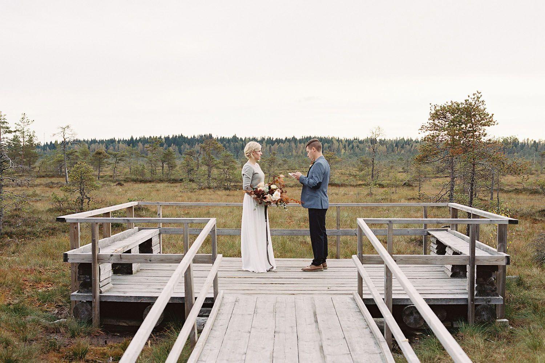 Jenni ja Riku-Ville uudistivat vihkivalansa Torronsuon kansallispuistossa