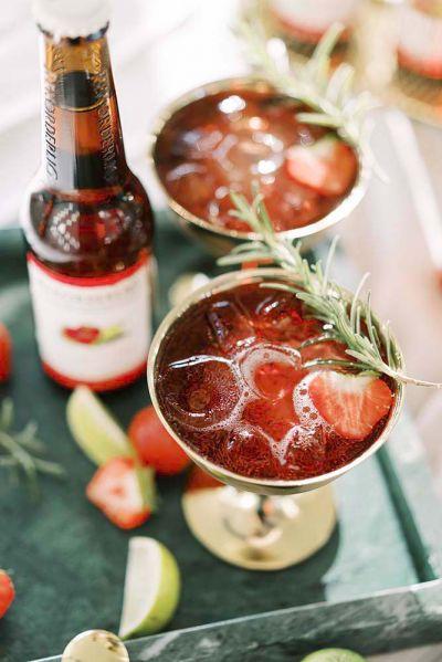 siideripullo cocktail juoma mansikkadrinkki