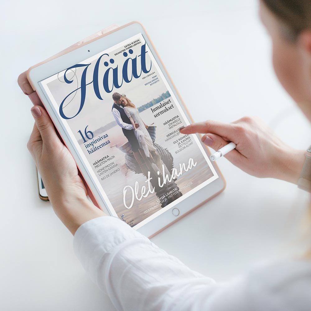 Häät-lehti iPadissä nainen lukee