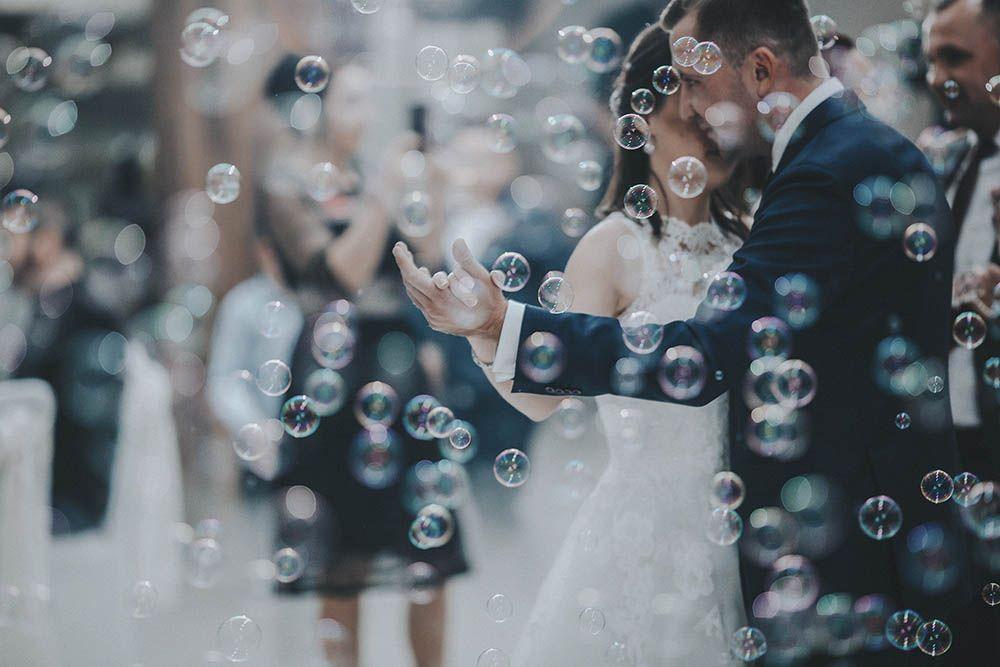 hääpari avioparin ensimmäinen tanssi häätanssi
