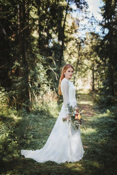 Valkoinen Bridal Wear suomalaiset hääpuvut