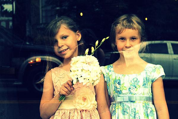 Lapsivieraat viihtymään häissä – Irtokarkkeja ja värityskirjoja